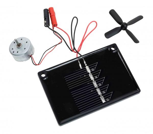 Solarmodul mit Motor und Propeller